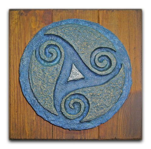"""el simbolismo Celta y el significado de uno de los símbolos más importantes de ésta cultura antigua, el """"Triskel"""", además de lo ya expuesto, dentro de sus significado se encuentra el de la creación del mundo como origen y materialización."""