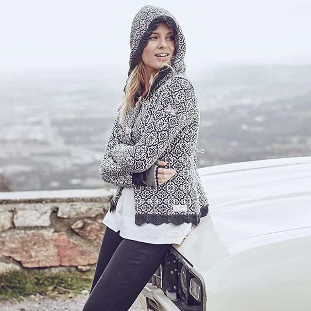 Road trip with a view! #oddmolly #leknitcardigan