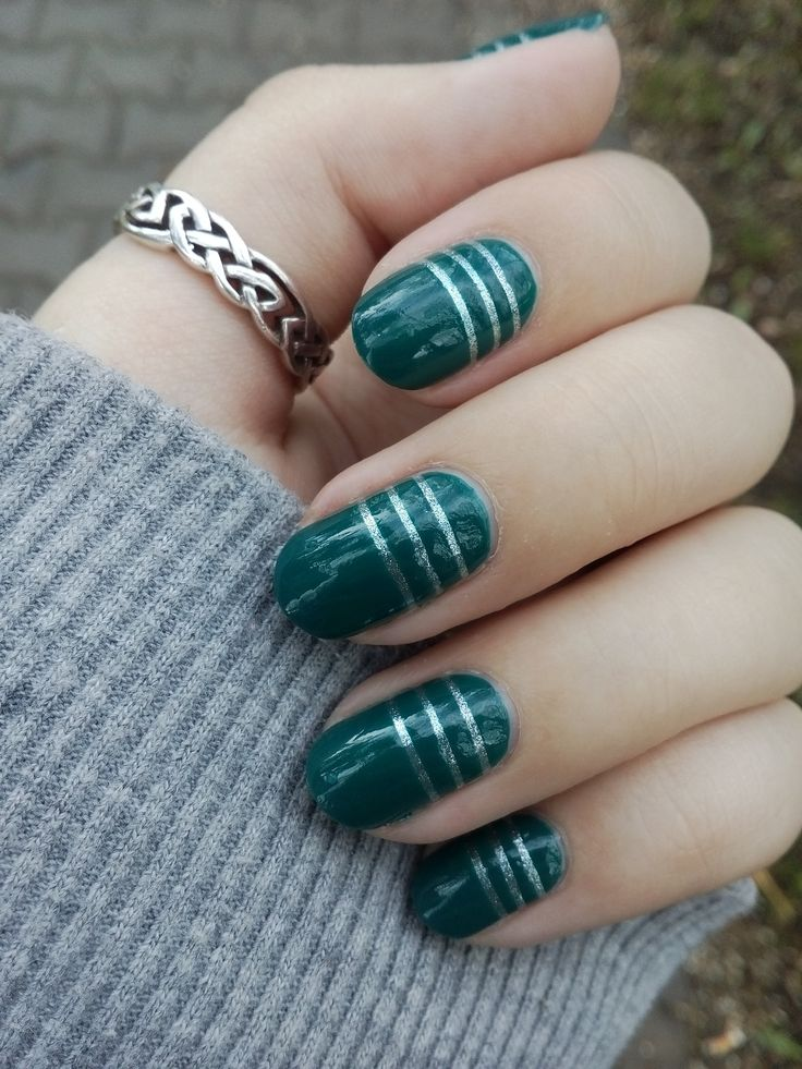 Nails with stripes ///