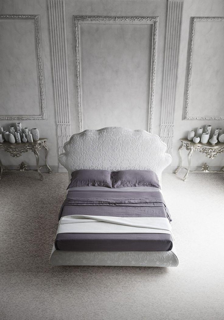 JASON fotografato da Marco Alberi Auber Lo stile interpreta a modo suo una tendenza classica. Per vivere all'insegna dell'eleganza oltre che del comfort.