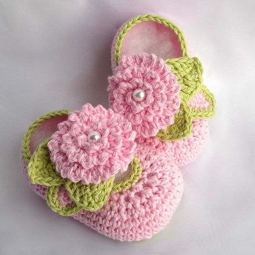 Free pattern for this cute crocheted baby slipper. This would make awesome baby shower gifts!: Babies, Craft, Babybooties, Crochet Baby, Baby Girl, Baby Booties, Crochet Patterns, Baby Shoes, Flower