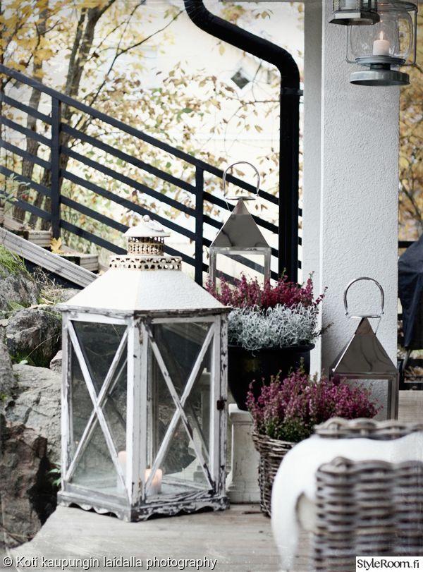 Talvisen terassin voi valaista tunnelmallisilla lyhdyillä. #styleroom #terassi #lyhty #inspiroivakoti Täällä asuu: kotikaupunginlaidalla