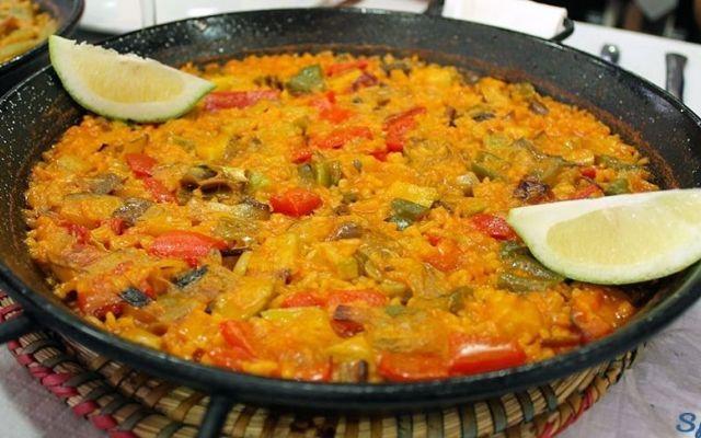La ricetta della Paella, il piatto tipico della Spagna... E voi di che paella siete? #paella #ricetta #spagna #riso #carne #cucina
