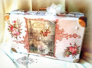 Walizka w paryskim stylu Sweet Memories - Paryż , róże i złoto - Decoupage.