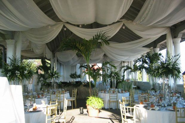 A  classic formal venue with breathtaking views of Lake Ontario and the western beaches. Wow your guests in this elevated sheltered section of the historic Sunnyside Pavilion.    Capacity: 800 Standing Reception; 250 Seated Dinner