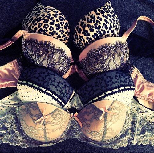 Why You should Invest in Beautiful Lingerie - Guide http://jetsetbabe.com/why-you-should-invest-in-beautiful-lingerie