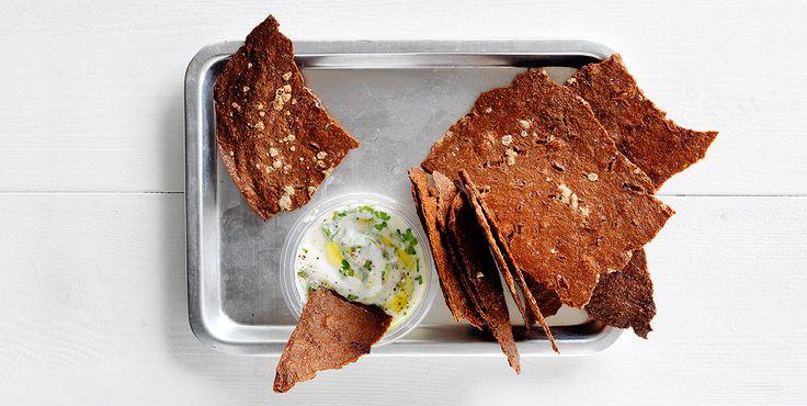 Sprøde rugbrøds chips - Opskrifter - Amo