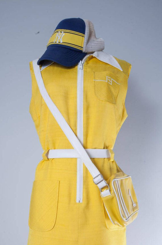 Absolutely vintage yellow Dress with a zipper by MiauhausLook