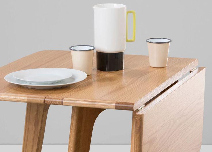 Weinig ruimte tot je beschikking? Met de inklapbare Fjord tafel heb je een ruime eettafel, praktisch bureau en consoletafel in één  | made.com/nl