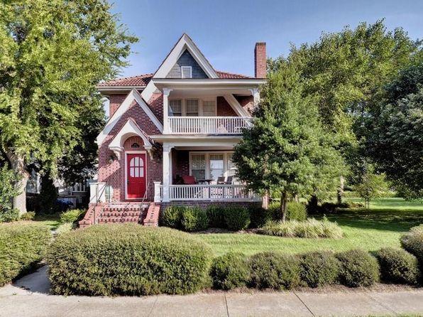 25 Terrace Rd Hampton Va 23661 Mls 10148531 Zillow House Styles The Hamptons Mansions