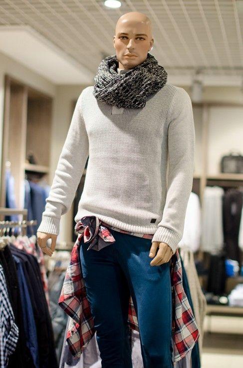 Ținută de băieți: cămașa cu imprimeu tartan purtată în stilul anilor '90