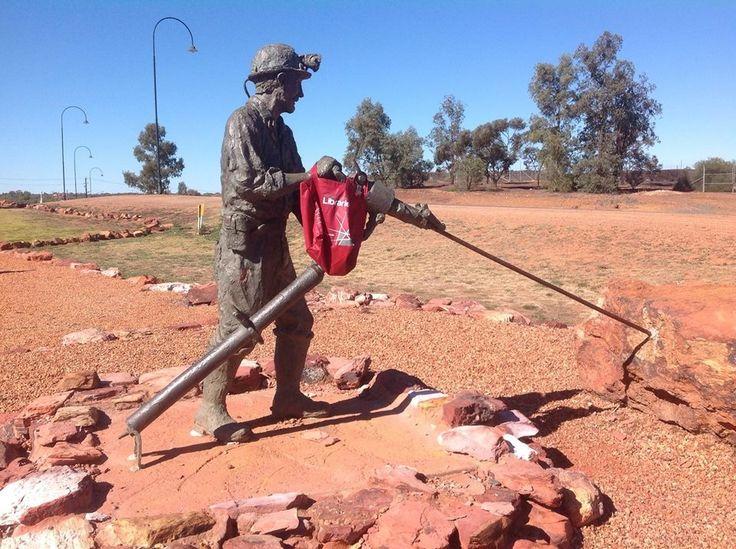 Miner statue at Cobar, NSW. Photo: Ian & Jean Mylrea, July 2014