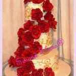 #Red #Roses #Gold #Wedding #Cake www.secondslices.com