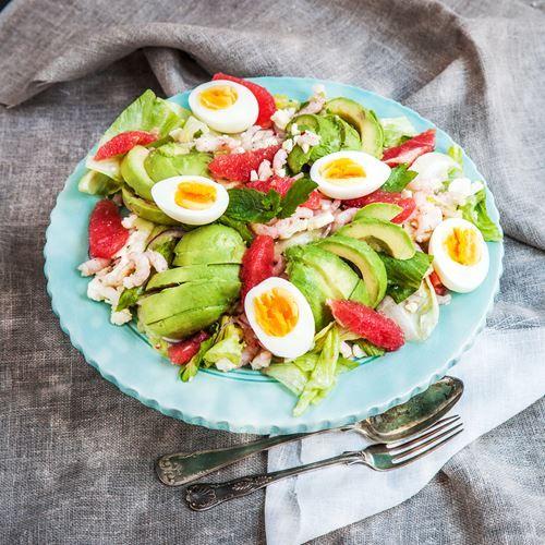 Räksallad med avokado, grapefrukt & kokt ägg