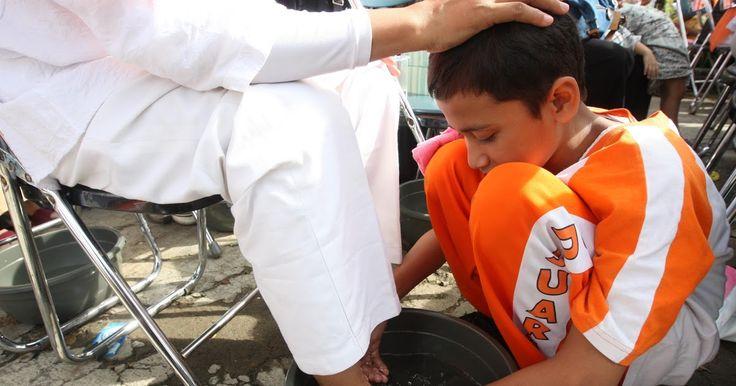 Mencuci Kaki Ibu, Kemudian Meminum Airnya, Apakah Ada Ajarannya Dalam Islam ?