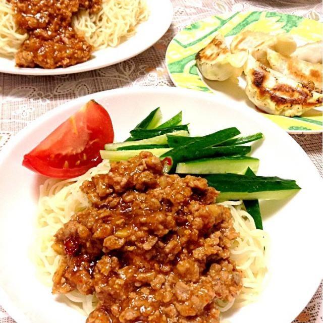 初ジャージャー麺作りました! 餃子と中華定食(^^) 辛かったけどとっても美味しかったあ☆*:.。. o(≧▽≦)o .。.:*☆ - 5件のもぐもぐ - ジャージャー麺♥ by KaNa7