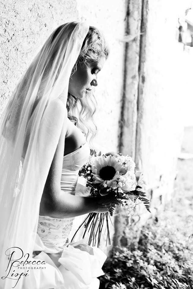 Foto di Rebecca Liopi Photography   Modella: Belle King  Hairstylist & make-up artist: Io amo il mio parrucchiere Location: stanze del Castello di Cusago