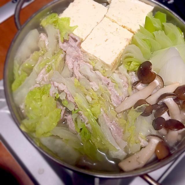 鍋とあらば焼き豆腐…みたいな呪縛からは逃れられないようだ。いえ、単に豆腐が好きなだけです。 - 12件のもぐもぐ - 白菜と豚バラ重ね鍋 by lottarosie