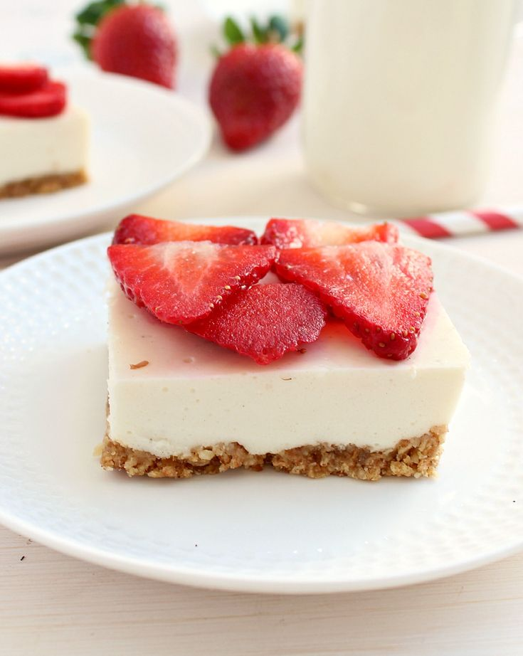 Clean Eating Strawberry Cheesecake Bars healthy enough for brekafast! | honey & figs