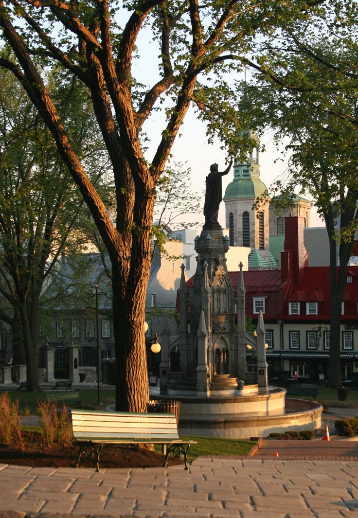 Place d'Armes, Quebec City, on a summer morning