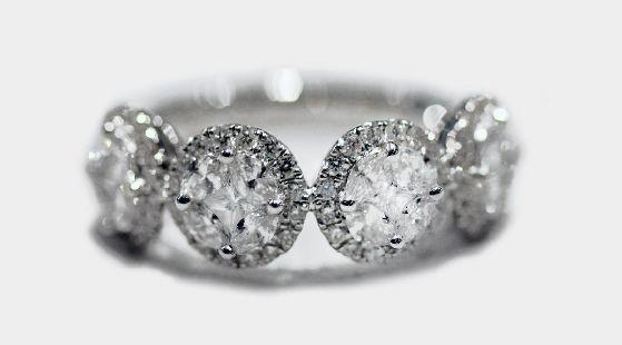 #Anello fantasia in oro bianco 18Kt. Diamanti taglio marquise e princess.