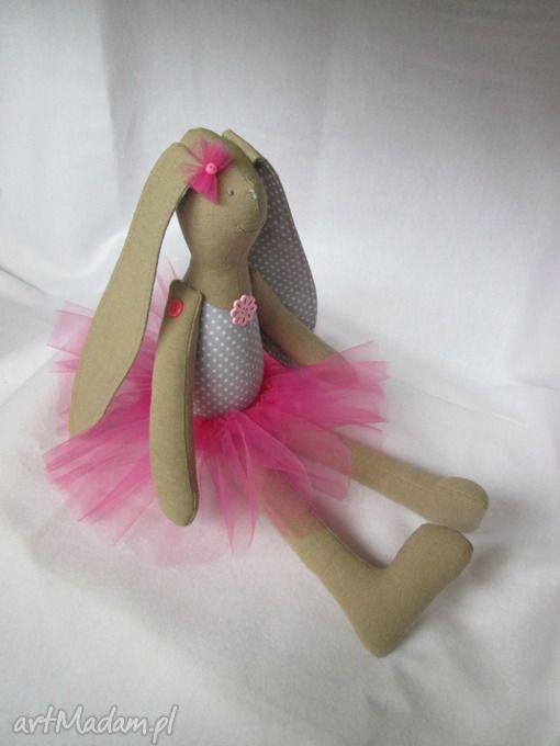 Siedząca baletnica lalki millka balerina tutu zając roczek królik