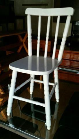 Cadeira torneada em madeira maciça