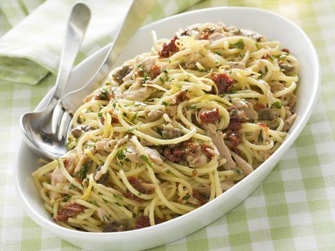 spaghetti-con-tonno-e-capperi preparazione