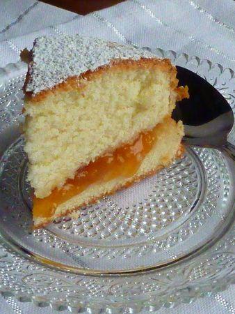 Gâteau Lorrain aux mirabelles, un gâteau léger et moelleux, garni de confiture de mirabelles