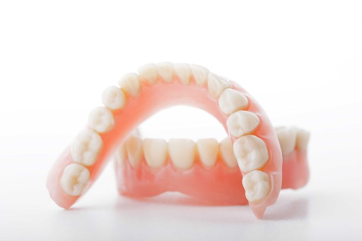 [Types of dentures] ------------------------ Did you know?⏰ Two types of dentures are available: complete dentures are used when all the teeth are missing, while partial dentures are used when some natural teeth remain.👴👵 #dentures #dentistry #dentalclinic #cvitaminclinic #szeged #hungary