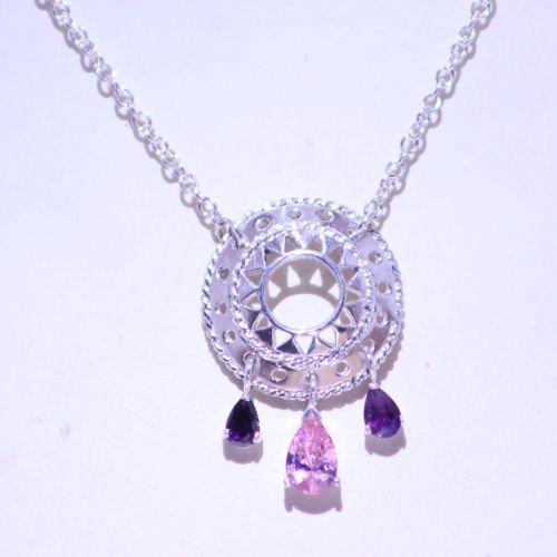 Precioso collar de la colección Altea mandalas hecho con dije y cadena plata .925 y piedras Swarovski color morado y rosa. hecho en Mexico joyería artesanal