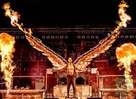 #RAMMSTEIN hat mit brachialem Sound, rauer Attitüde und dem Spiel mit dem Feuer ein weltweit einzigartiges Genre geschaffen. Die Shows sind explosive Inszenierungen und fulminante Gesamtkunstwerke. Während die künstlerische Dimension RAMMSTEINs für viele ein unerreichbar beeindruckendes Schauspiel bleibt, leben und atmen #STAHLZEIT im Takt dieses musikalischen Brachial-Herzschlags. Eingebettet in ein Hitfeuerwerk aus RAMMSTEIN-Songs aller Schaffensphasen, erwacht am 4.11.17 in der…