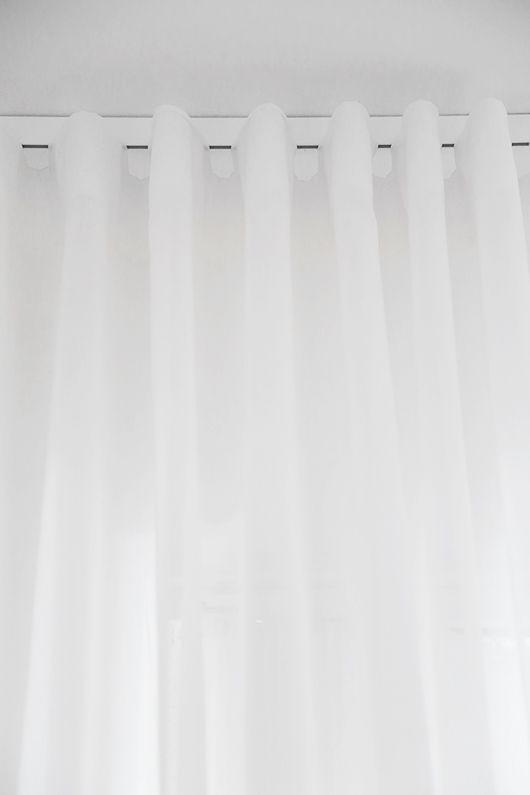 White curtains / hotellgardiner Image from: Trendenser.se - en av Sveriges största inredningsbloggar
