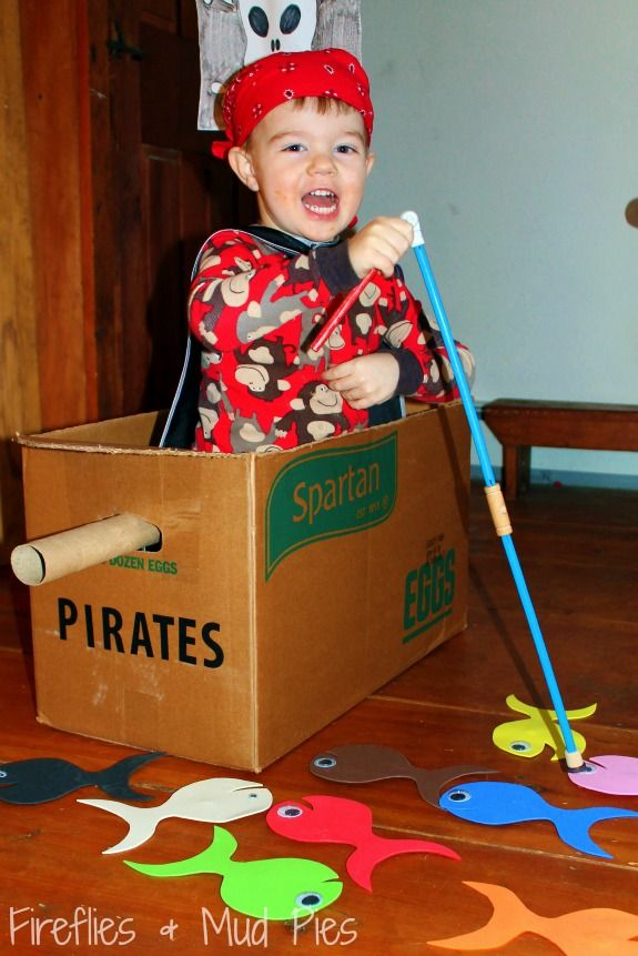 Does your little one love PIRATES? Here are 4 great pirate activities! #firefliesandmudpies