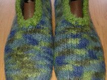 Schöne gemusterte Filzhausschuhe blau/grün Gr. 41