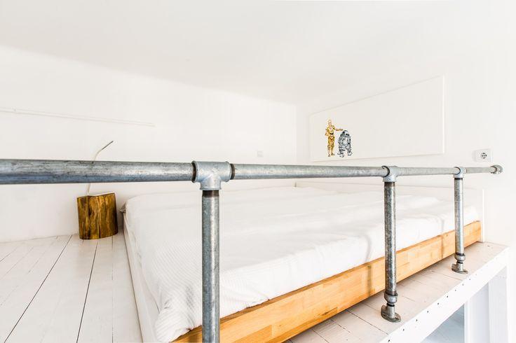 https://www.airbnb.hu/rooms/2861469  - oldiart - star wars R2D2 CPO painting / print