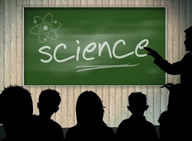 Médiation scientifique : sur #Youtube, la science se raconte avec humour //  Sur la plateforme vidéo, de plus en plus de scientifiques ont recours aux vidéos de format court pour transmettre aux internautes la passion de la connaissance. Faits historiques, courants de pensée philosophique ou encore phénomènes physiques : autant de sujets sérieux traités avec humour.