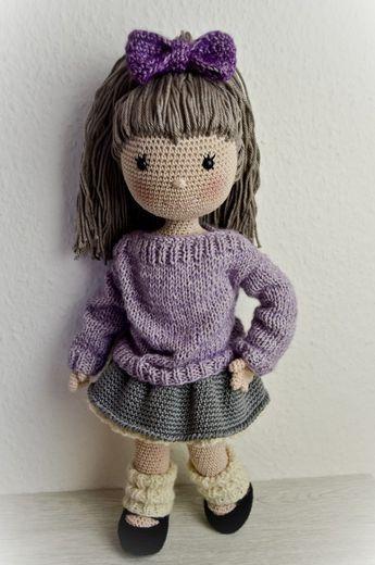 Puppe Emily Verfügbar in deutsch. Englisch bald verfügbar. Du solltest Luftmaschen, feste Maschen, arbeiten ins untere Maschenglied, Krebsmaschen, halbe Stäbchen und Zunahmen sowie Abnahmen beherrschen. Ebenso solltest du die Grundlagen im Stricken beh