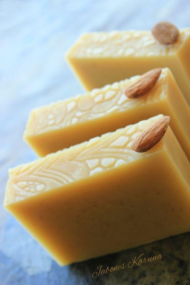 Jabón de leche de almedras. Almond milk soap and Rosehip
