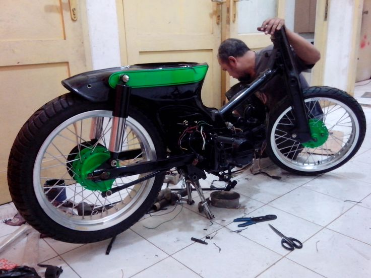 Build cut pane streetcub by newspeed garage motorcycle for Garage modification