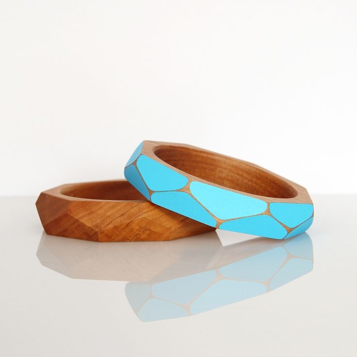 Handcrafted in Northland from striking native NZ totara, these funky, stylish bangles by Gwyneth Hulse bring a sense of casual chic to your style #foundonfelt #newzealandmade #aklfair #pinandwin