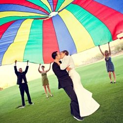 We love this fun and creative idea for a wedding party picture!