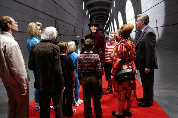 Still of Johnny Depp, James Fox, Adam Godley, Freddie Highmore, David Kelly, Missi Pyle, Franziska Troegner, AnnaSophia Robb, Jordan Fry and Philip Wiegratz in Charlie and the Chocolate Factory (2005) http://www.movpins.com/dHQwMzY3NTk0/charlie-and-the-chocolate-factory-(2005)/still-910069504