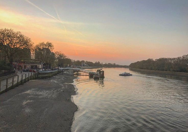 "158 Likes, 2 Comments - Sarah (@mrssarah_s) on Instagram: ""Throwback to Putney a few weeks back #sunset #sunset_captures #london #londonlife #londoncity #city…"""