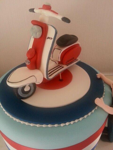 321 best images about cakes motos y bicicletas on pinterest for Vespa decoration
