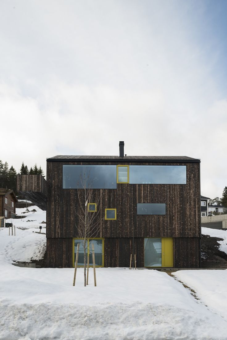 Family house on the edge of Oslo by Schjelderup Trondahl Architects
