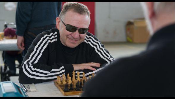 Arras : quand on est aveugle, comment fait-on pour jouer aux échecs ? (VIDÉO) - Arras et ses environs - La Voix du Nord