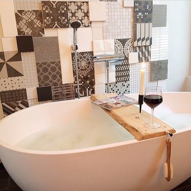 Cred. @robinberkhuizen - bord til badekaret kan du også lage selv, her en planke av drivved! Enkelt, - vvseksperten