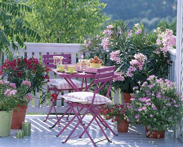 Nekolku Idei Kako Vashiot Balkon Go Pretvorite Vo Mesto Za Uzhivaњe Beautiful Flowers Garden Small Balcony Outdoor Furniture Sets