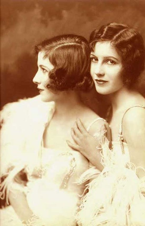 16 Stunning Photos of 1920s Ziegfeld Girls. The Fairbank Twins photographed in 1921
